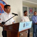Entrega alcalde reconocimientos a personal de protección civil