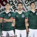 Molesta a Adidas que Puma diseñe playera similar a su marca