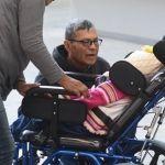 Entregan sillas de ruedas a niñas con discapacidad