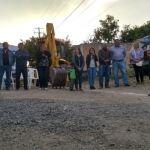 Arranca pavimentación de calle en Los Arroyitos