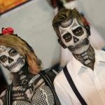 Más de 2500 personas participaron en el tradicional desfile de catrinas y catrines en Cuerámaro