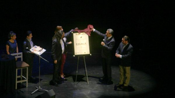 Photo of Develan placa en homenaje a el Cigala