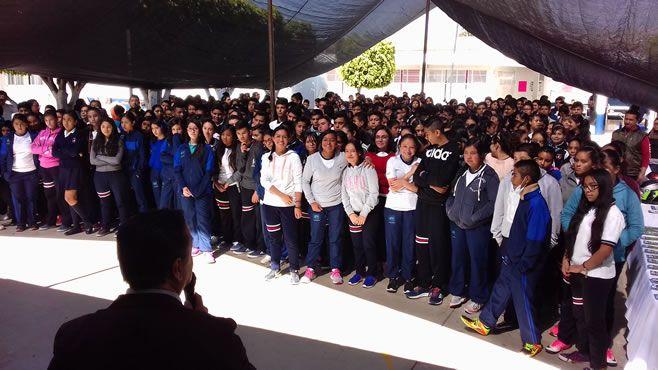 Photo of Llevan Feria de Prevención a la Secundaria Virgilio Uribe