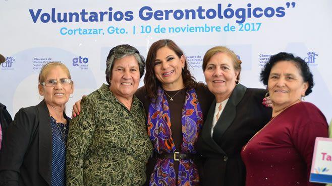 Photo of Otorga Constancia de Profesionalización a 228 Promotores Voluntarios de los 54 Centros de Desarrollo Gerontológico