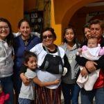 Juana pide a la Virgen que permanezca su familia unida