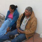 Hambre, frío y cansancio pasan familiares de enfermos en Hospital General