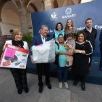 Autoridades entregan apoyos a mujeres emprendedoras