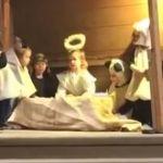"""""""Oveja"""" se roba al """"Niño Jesús"""" y queda grabado en video"""