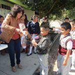 Entregan juguetes en escuela de El Durazno