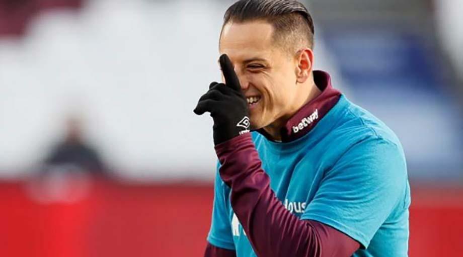 """Photo of """"Chicharito"""" Hernández, con las horas contados en el West Ham"""