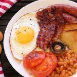 Estudio sugiere que desayunar huevo con tocino ayuda a bajar de peso