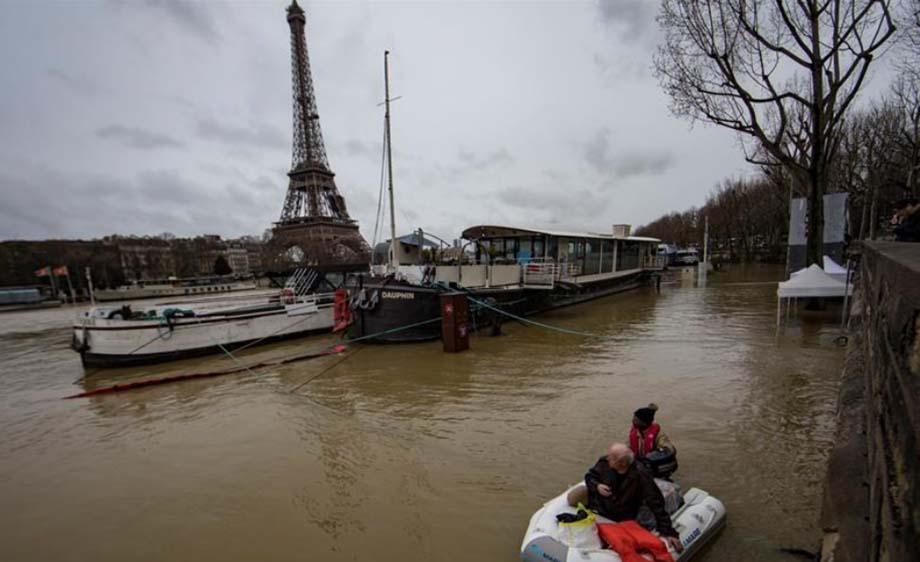 Photo of Inundaciones amenazan París; cierran carreteras y túneles