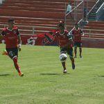 """""""Trinca"""" vence 0-4 a Sporting Canamy y es líder de Liga Premier"""