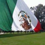 En el Día de la Bandera, el gobierno de Enrique Peña la pone al revés