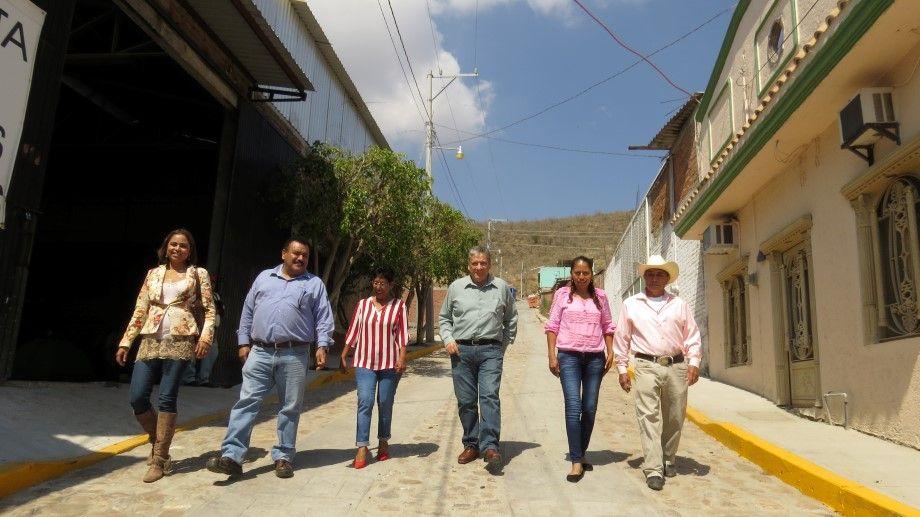 Photo of Alcalde supervisa obra pública en la colonia Santa Martha