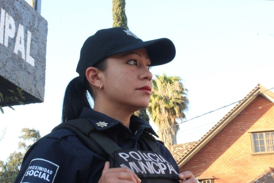 MUJER-POLICÍA-2.jpg