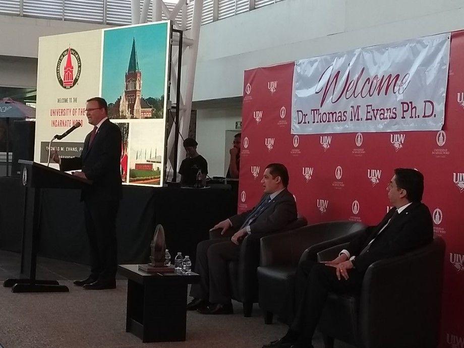 Photo of Visita Dr. Thomas M. Evans Universidad Incarnate Word campus Bajío