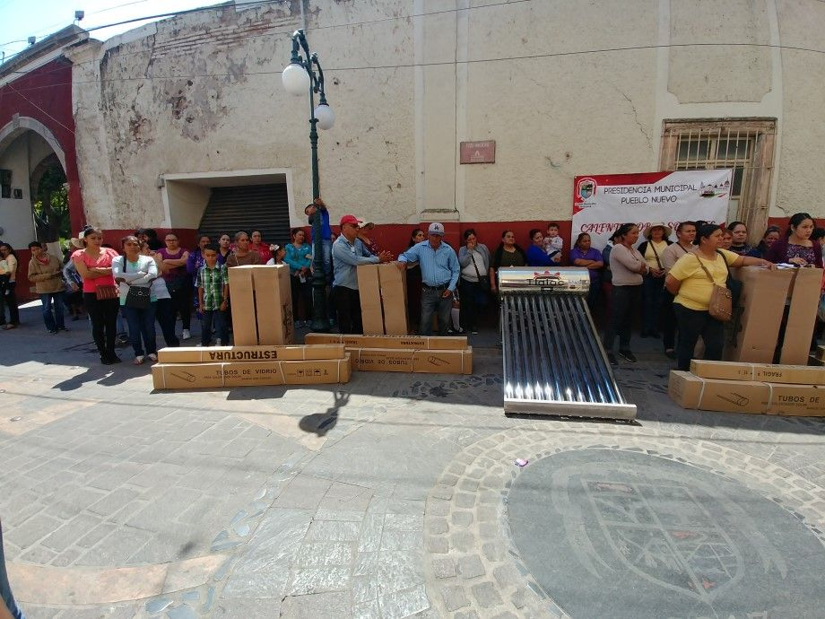 Photo of Beneficia gobierno municipal a 100 familias con calentadores solares