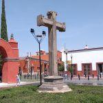 """Cruz atrial del Templo del Hospitalito; donde se muestra """"La pasión de cristo"""""""