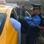 Mujer da a luz en un taxi auxiliada por elementos de Gendarmería