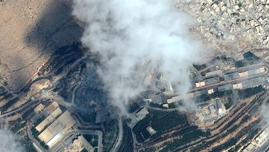 Photo of Defensa antiaérea siria confronta nuevo ataque y derriba misiles