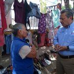 Visita Ricardo Ortiz a tianguistas de Las Heras