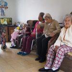 Sociedad en deuda con las madres que no procrearon, nuestras abuelitas del asilo