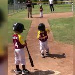 "Niño beisbolista se hace famoso por correr a ""home"" muy des-pa-ci-to"