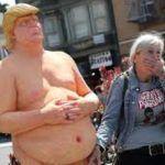 Subastan en 28 mil dólares estatua de Trump desnudo y sin testículos