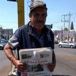 """""""Me quedé sin trabajo, me enfermé y vendiendo periódico sale para comer"""": Mónico Arias, vocero"""