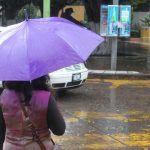 Recomienda PC resguardarse en caso de lluvia