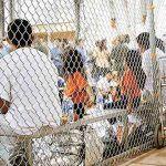 Indignan jaulas para niños migrantes