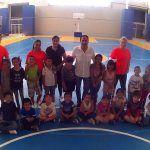 Alcalde visita  a los niños  que asisten a los cursos  de verano