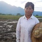 La heroína de Tailandia; Mae Bua Chaicheun sacrificó sus cultivos por niños atrapados