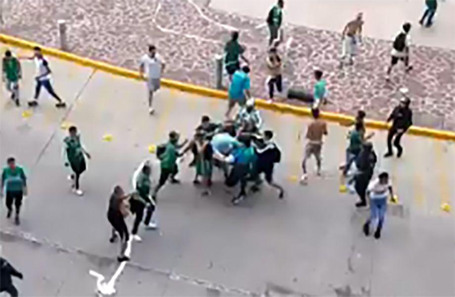 Aficionados de León y Monterrey arman campal en centro comercial 89f3952542214