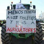 Campesinos se manifiestan en el SAT, exigen recursos federales