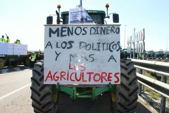 campesinos_tractor.jpg