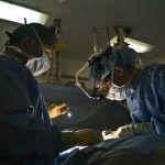 Famoso cirujano se fuga tras muerte de mujer en operación de glúteos