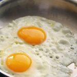 Comer huevo no eleva el colesterol, afirman investigadores