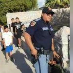 Investigan video de policía apuntando con su arma a niños en El Paso, Texas (Video)