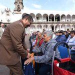 """""""Apoyos para adultos mayores continúan, es compromiso de la administración"""": Franciso Xavier Alcántara"""