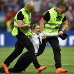 Pussy Riot irrumpe en la final del Mundial