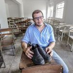 Los zapatos rotos de un profesor venezolano conmovieron al mundo