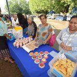 Adultos mayores muestran sus habilidades a través de la Feria de Proyectos Productivos