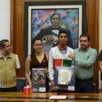 Entrega municipio y COMUDAJ reconocimiento al atleta irapuatense Eduardo Rodríguez