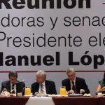 AMLO se reúne con senadores electos de Morena, PT y PES; proponen reducir 30% su presupuesto