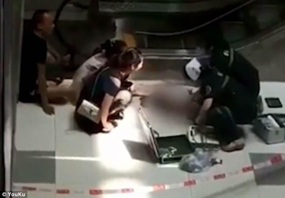 Photo of Niño muere tras caer de las escaleras eléctricas