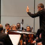 El violinista Cuauhtémoc Rivera junto con la OSUG homenajean a Carlos Chávez