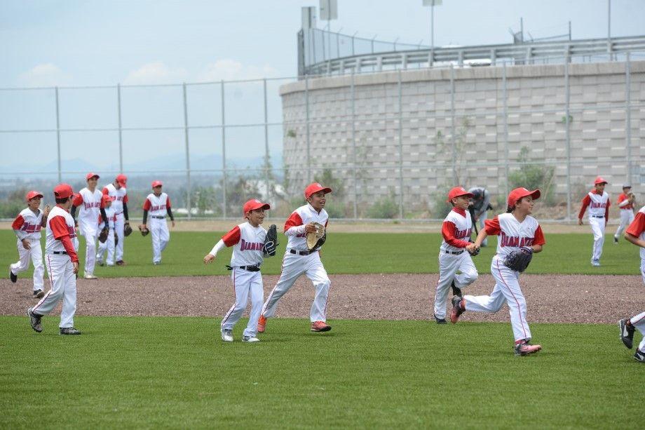 Photo of Promueve COMUDAJ béisbol en escuelas  del deporte formación para la vida