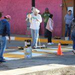 Funcionarios realizan labores de pintura en guarniciones banquetas y pasos peatonales de Cuerámaro